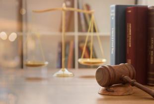 Czym kierować się przy wyborze radcy prawnego?