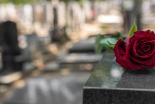 Co warto wiedzieć o pochówku kremacyjnym?