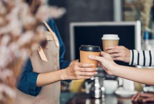 Własna kawiarnia - w co należy ją wyposażyć?