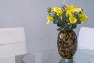 Stwórz wyjątkowy stół z elementami szklanymi