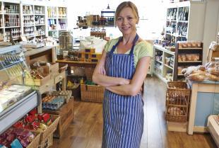 Zalety robienia zakupów w małych osiedlowych sklepach