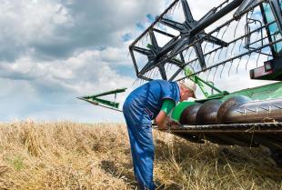 Renowacja maszyn rolniczych - jak przygotować się do malowania powierzchni metalowych?