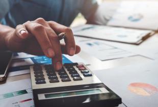 Jak profesjonalne biura rachunkowe pomagają przedsiębiorcom?