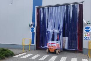 Szerokie zastosowanie kurtyn paskowych w przemyśle