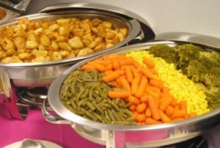 Catering na imprezie firmowej – na jakie menu warto postawić?