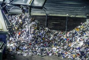 Zalety oddawania odpadów do skupu surowców wtórnych