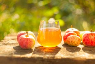 Dlaczego warto częściej sięgać po naturalny sok jabłkowy?