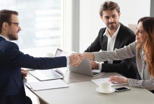 Jak wybrać dobrego radcę prawnego?