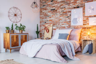Przytulna sypialnia – porady aranżacyjne
