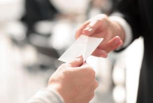 Profesjonalizm w kontaktach biznesowych dzięki czytelnej wizytówce
