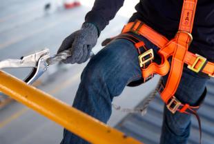 Zestaw elementów dla pracowników wykonujących pracę na wysokości