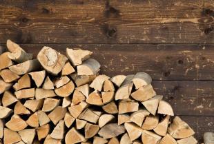 Jak skutecznie ogrzewać dom drewnem?