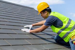 Remont dachu – kiedy konieczne staje się wezwanie profesjonalistów?