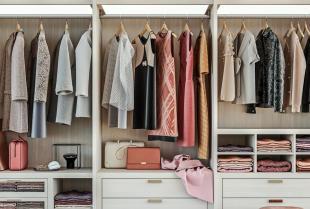 Jakie są zalety garderoby w zabudowie?