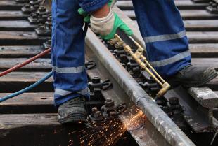 Elementy elektrycznego systemu ogrzewania rozjazdów kolejowych