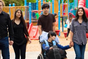 Pomoc rodzinom wychowującym niepełnosprawne dzieci