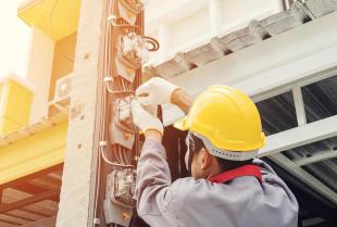 Czym są przemysłowe instalacje teletechniczne i kto może je wykonać?