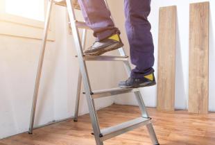 O czym warto pamiętać remontując salon?