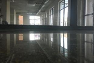 Polerowanie betonu – co należy wiedzieć o tej technologii?