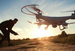 Na co zwrócić uwagę przy zakupie pierwszego drona?