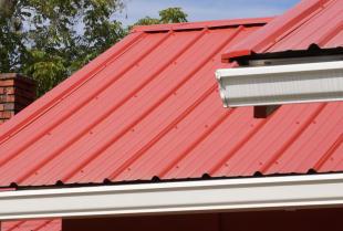 Co warto wiedzieć o poszczególnych rodzajach dachówek?