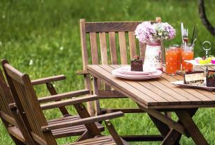 Jak drewno może dodać uroku twojemu ogrodowi?