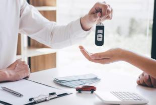 Leasing a kredyt na samochód. Podstawowe różnice.
