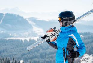 Pierwszy wyjazd na narty – jaki sprzęt jest niezbędny?
