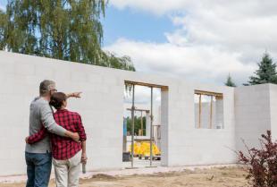 Jak prowadzić inwestycję budowy domu przy ograniczonych kosztach?