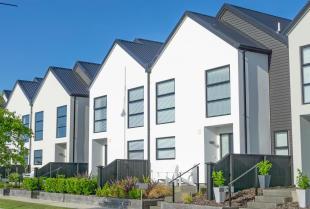Zalety i wady nowoczesnych domów szeregowych