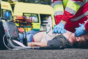 Szkolenie z pierwszej pomocy przedmedycznej – kurs, od którego zależeć może czyjeś życie.