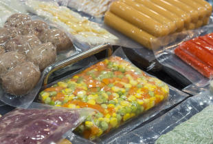Jaką rolę odgrywa pakowanie próżniowe w przemyśle spożywczym?