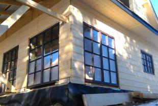 Dlaczego warto zainwestować w drewniane okna i drzwi?