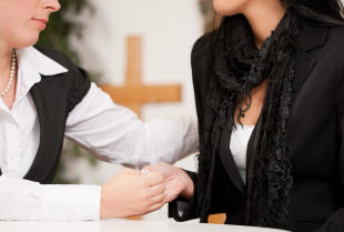 Na co zwrócić uwagę podczas organizacji pogrzebu?