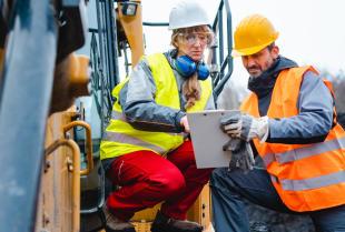 Jak wyglądają prace przygotowawcze do wykopywania fundamentów?