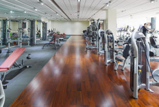 W co warto wyposażyć mały klub fitness lub siłownię hotelową?