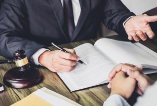 Dlaczego warto zlecić radcy prawnemu prowadzenie procesu sądowego