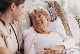 Na czym polega pielęgniarska opieka domowa?