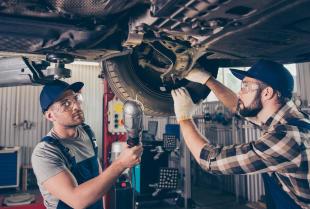 Czy zakup używanych części samochodowych się opłaca?