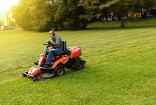 Traktory ogrodowe – kiedy i jaki warto kupić?