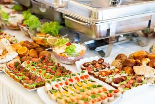 Jaki powinien być catering na imprezy okolicznościowe?