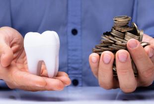 Czy zabiegi u stomatologa można spłacać w ratach?