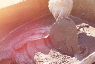 Przegląd tynków – czym charakteryzują się zaprawy cementowe, wapienne i gipsowe?
