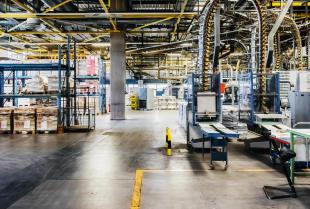 Manipulator pneumatyczny – niezbędna pomoc na hali produkcyjnej