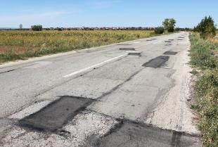 Czym jest asfalt na zimno i kiedy się go stosuje?