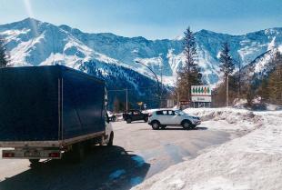 Czym wyróżnia się transport samochodowy?