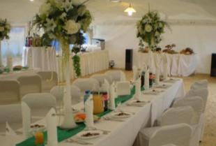 Ślub i wesele w plenerze – o czym należy pamiętać podczas organizacji takiego przedsięwzięcia?
