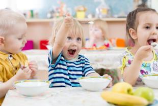 Wyżywienie najmłodszych, czyli jak zorganizować dobry catering dla przedszkoli?
