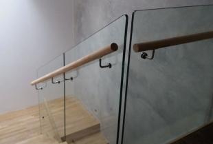 Szklane balustrady – czy warto zastosować je w swoim domu?