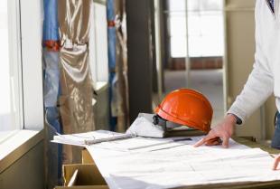Kto powinien realizować przeglądy budowlane